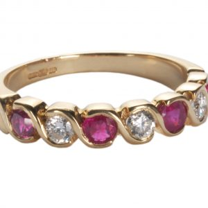 image of diamond ruby gold ring.