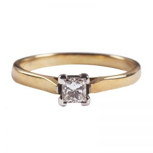 image of ladies diamond gold ring
