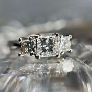 Pre-Loved 18ct White Gold 3 stone Diamond Ring.